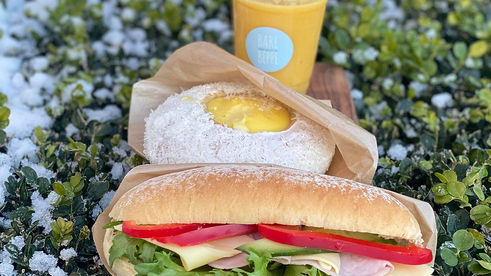 Lunsjpakke rundstykke ost og skinke, drikke og bakevare