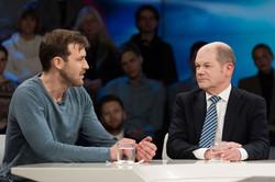 Olaf Scholz und Wolfgang Gründinger bei Maybrit Illner