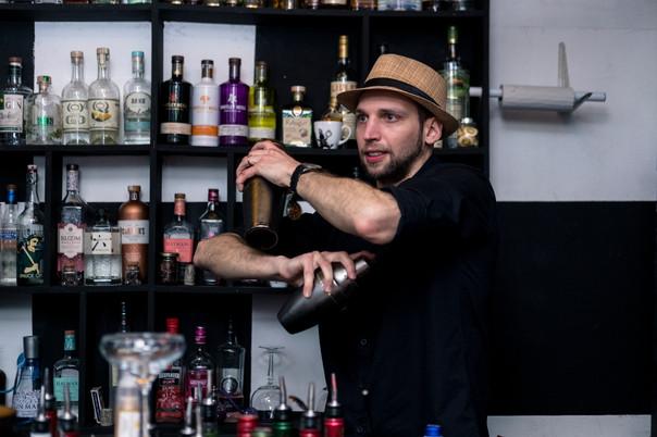ברמן-Bartender