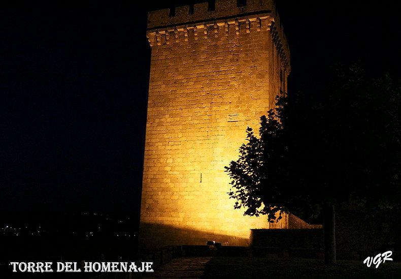 Torre homenaje-r.jpg