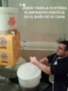 Elaborando cerveza-1-WEB.jpg