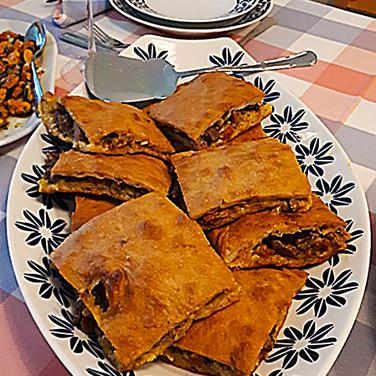 Empanada de ternera gallega con chorizo-