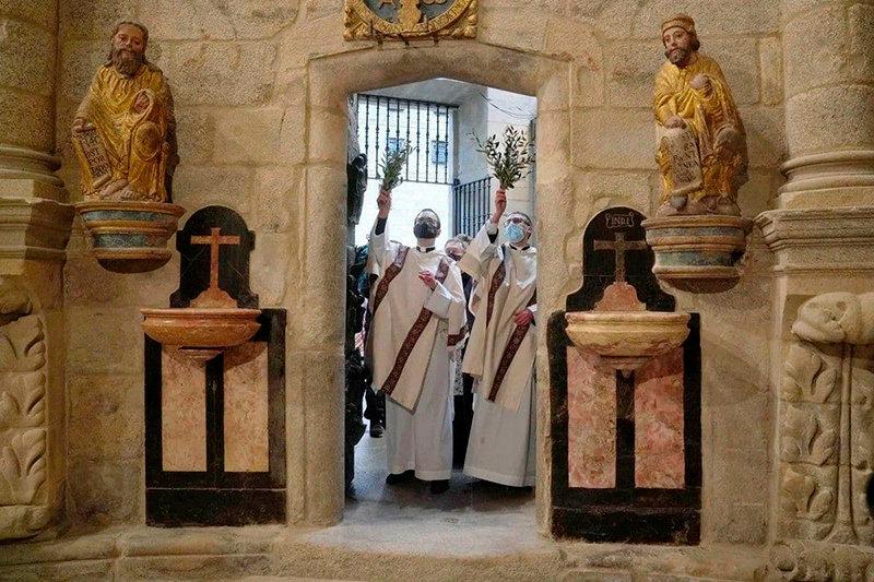 Apertura puerta santa-2021a_WEB.jpg