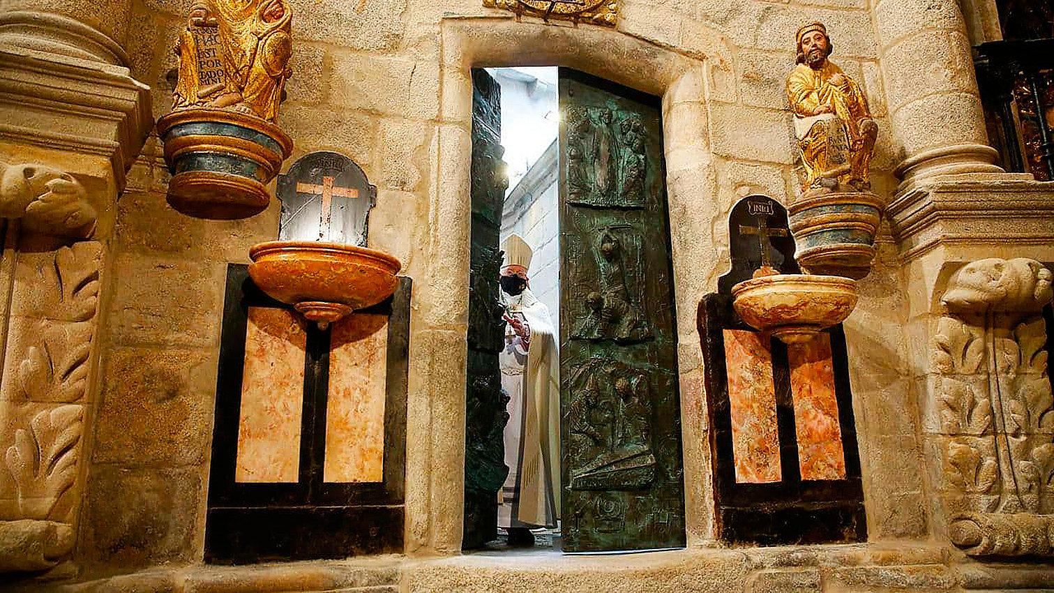 Apertura puerta santa-2021b-WEB.jpg