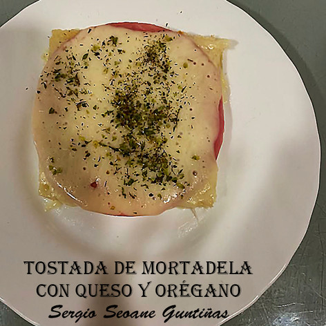 Tostada mortadela+queso-WEB.jpg