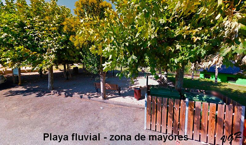 Playa fluvial-zona mayores-WEB.jpg