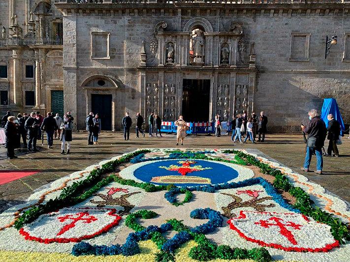 Alfombra floral-puerta Santa-web.jpg