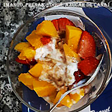 Postre de mango y fresas-WEB.jpg