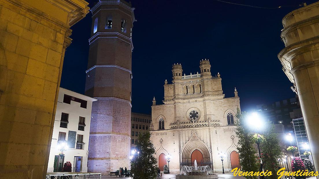 Fadri-WEB-con la Concatedral.jpg
