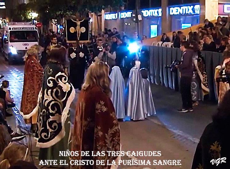 PP-14-Niños_ante_el_Cristo-WEB.jpg