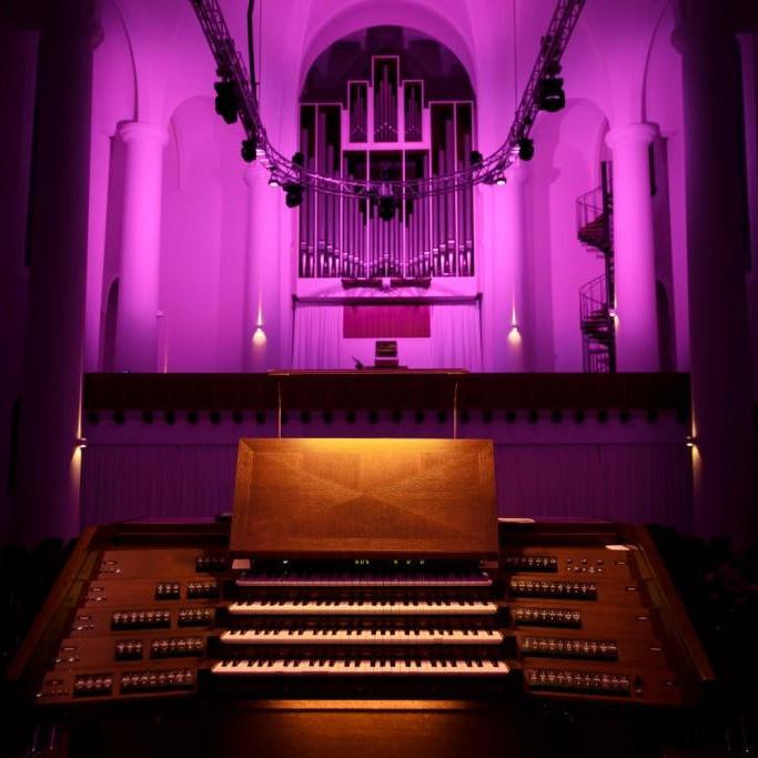 Spieltisch und Orgel Kreuzeskirche Essen