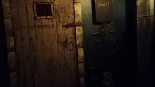 Porte d'entrée de la salle «Crypte»