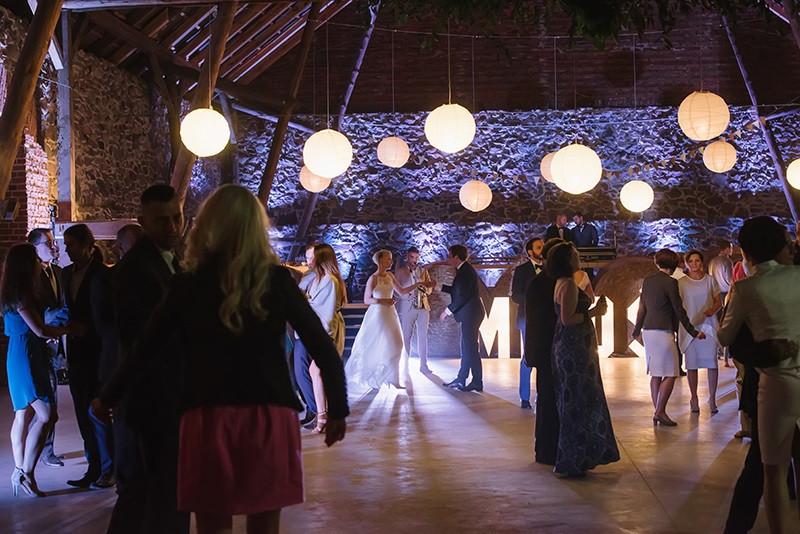 impreza weselna w stodole