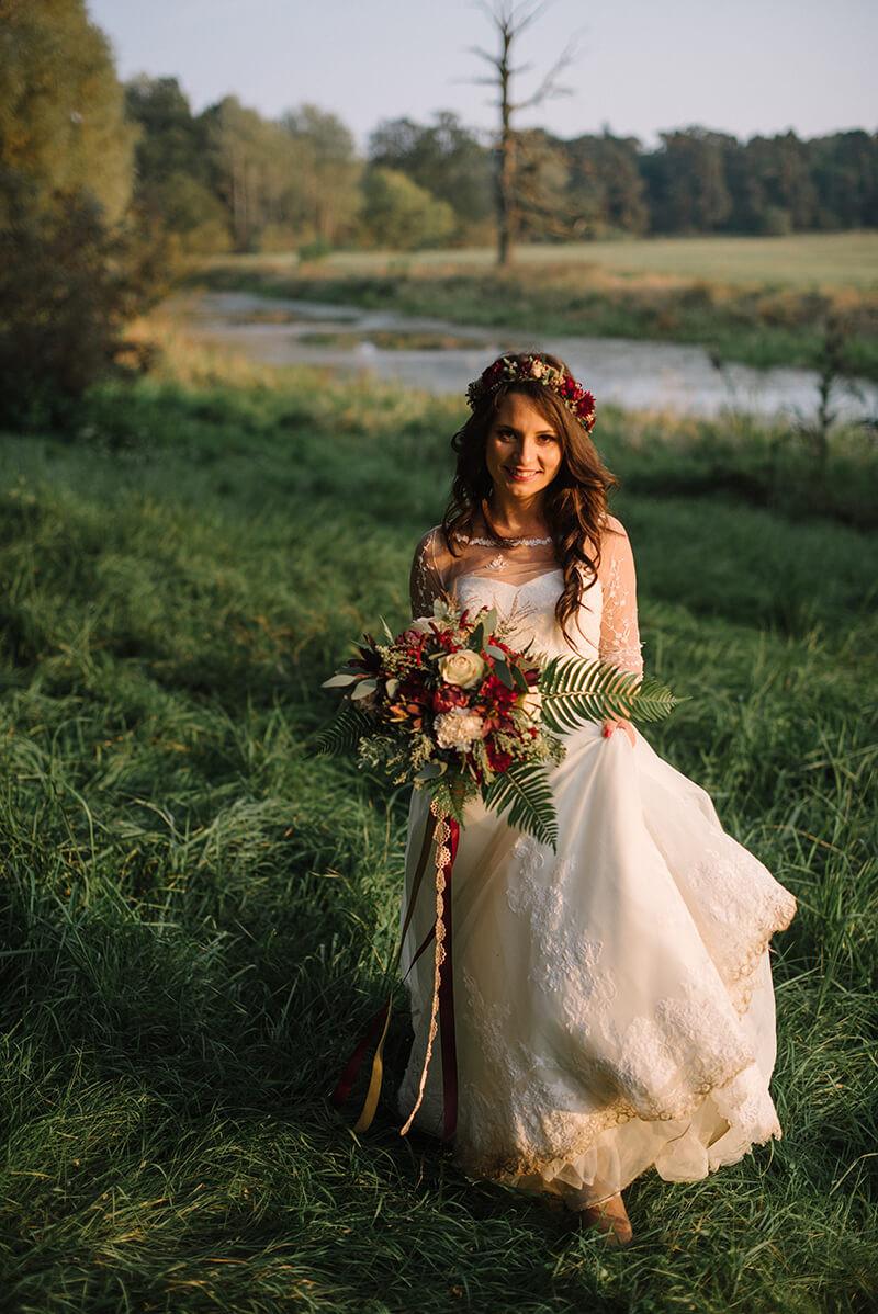 Panna Młoda na sesji ślubnej w Rogalinie
