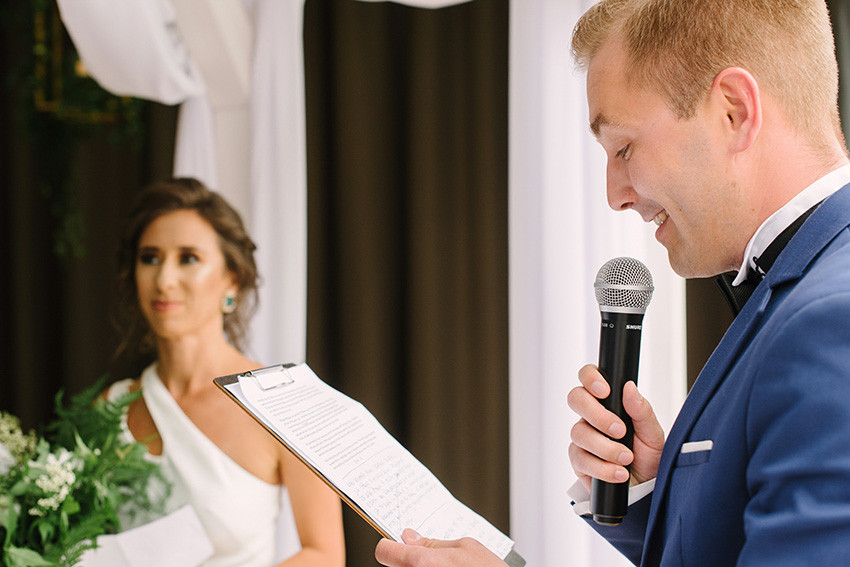 prowadzący ceremonię ślubu humanistycznego