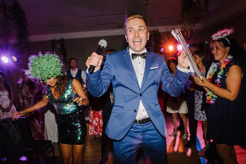 mr. host prowadzi wesele