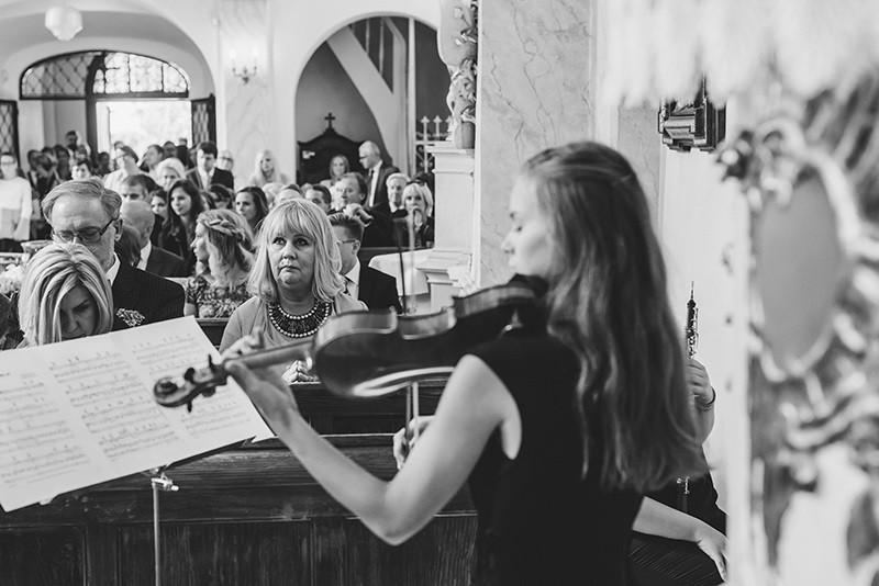ceremonia ślubna w kościele w Kiekrzu