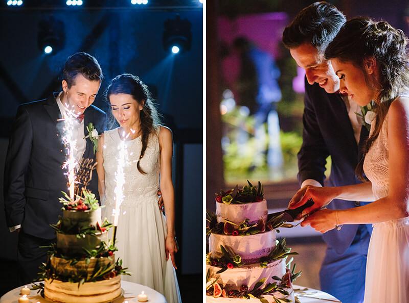para młoda kroi tort weselny naked cake