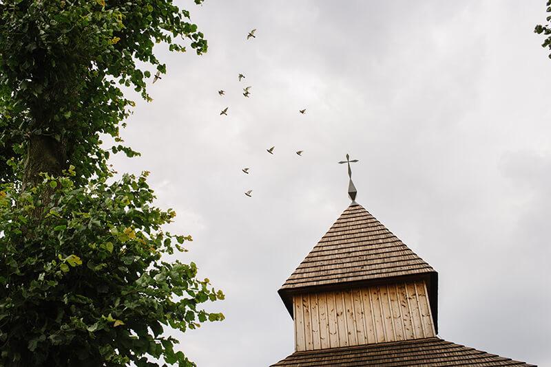 drewniany kościół w Wielkopolsce