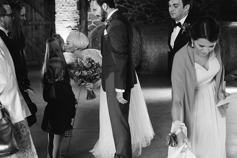 życzenia gości weselnych w stodole Folwarku Wąsowo