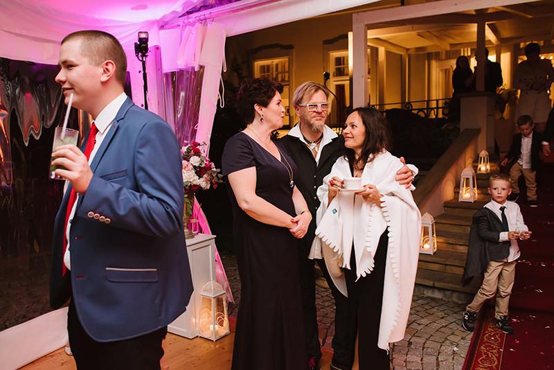 goście weselni podczas przyjęcia w Pałacu Zdunowo