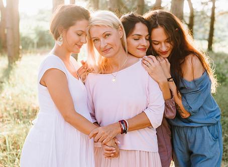 Piękna mama i jej 3 córki | sesja na Dzień Matki