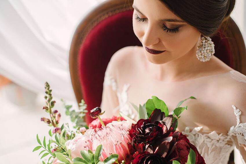 burgundowy bukiet ślubny