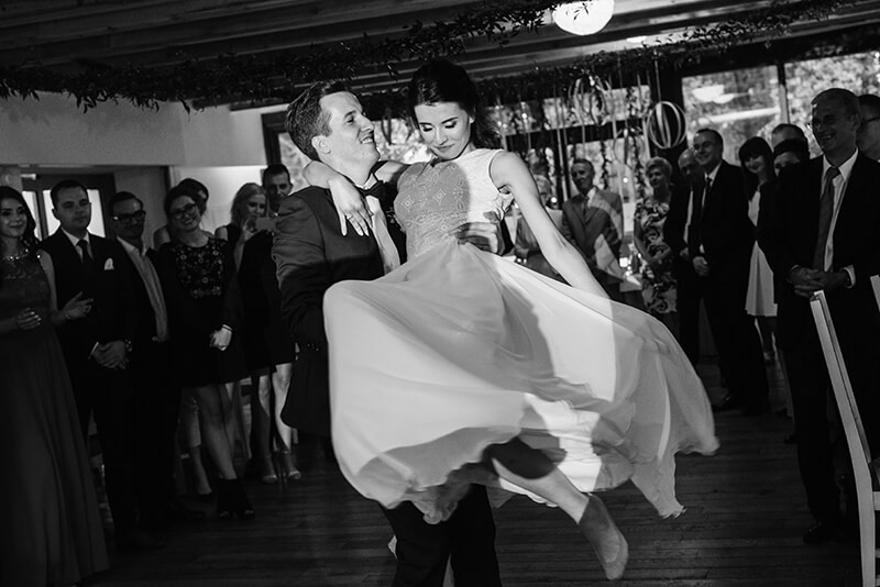 pierwszy taniec pary młodej w Bagatelce