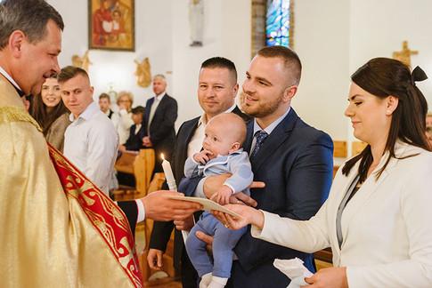 chrzest święty w kościele