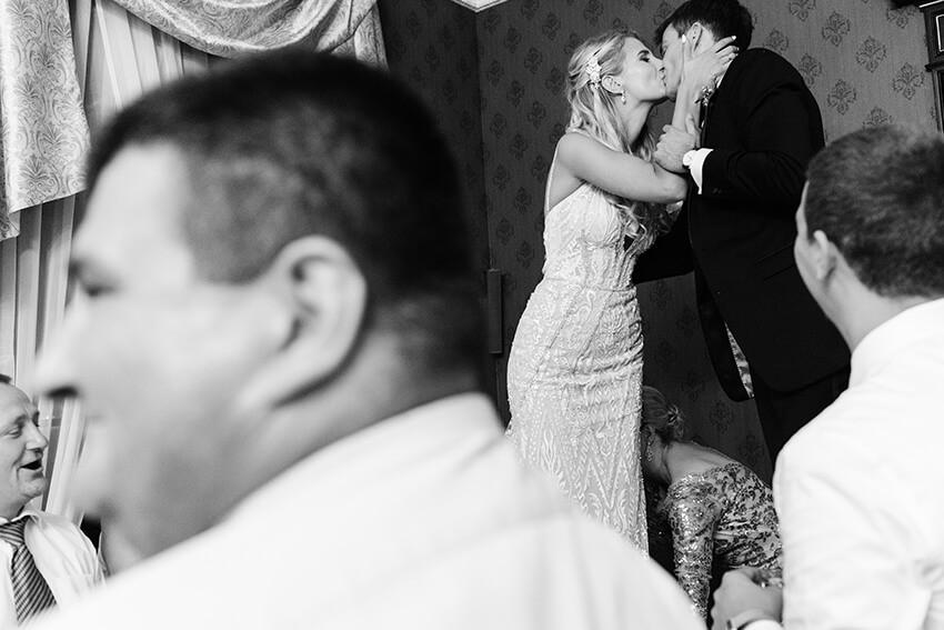 para młoda podczas wesela w Pałacu Tarce