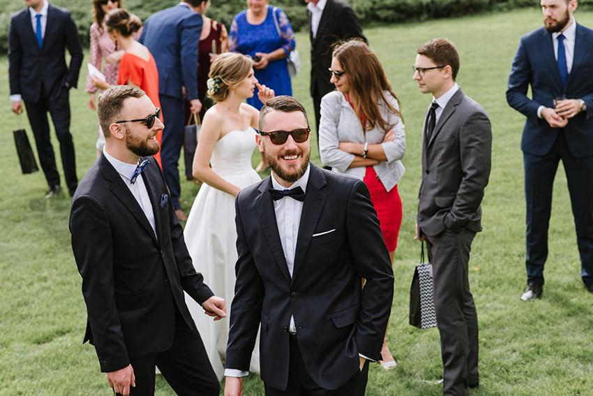 goście weselni w ogrodzie Weranda Home w Sławicy
