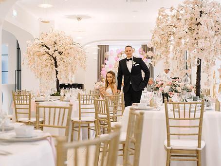 Panadczasowa klasyka - ślub Malwiny i Tomka w stylu glamour w Pałacu Suchary