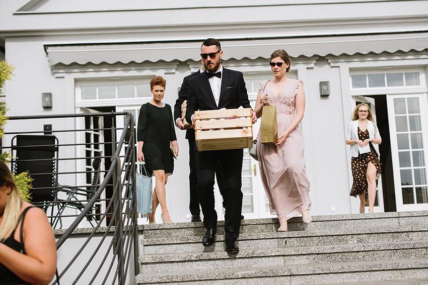 przygotowania do ceremonii ślubu