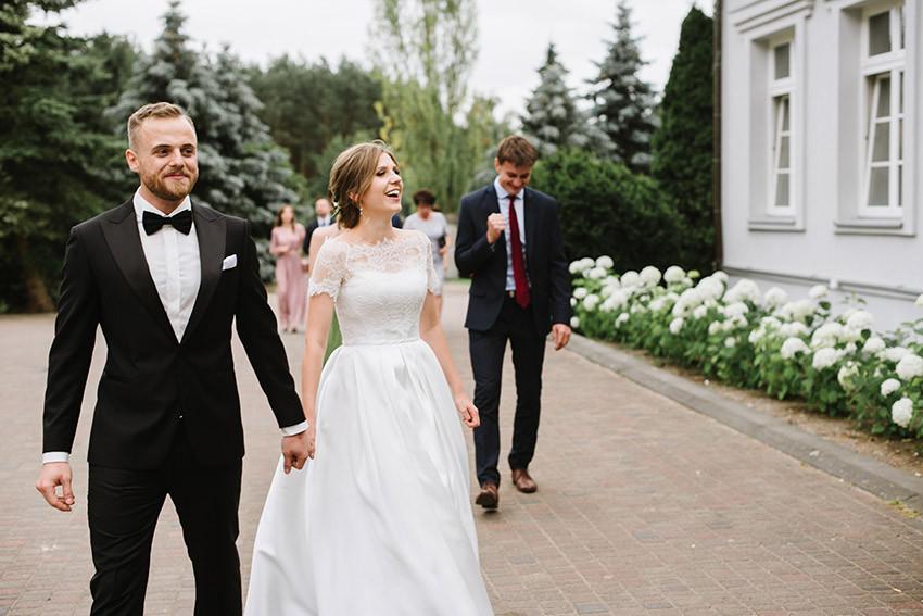 para młoda idzie na wesele