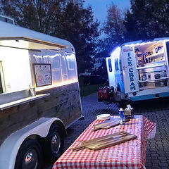 Setting Up The Antique Pizza Trailer & T