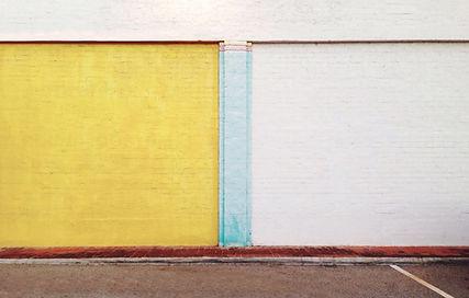塗装レンガの壁