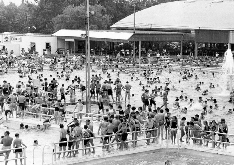 THE ROOSEVELT BOULEVARD SWIMMING POOL 1964 PHILA., PA img#100745