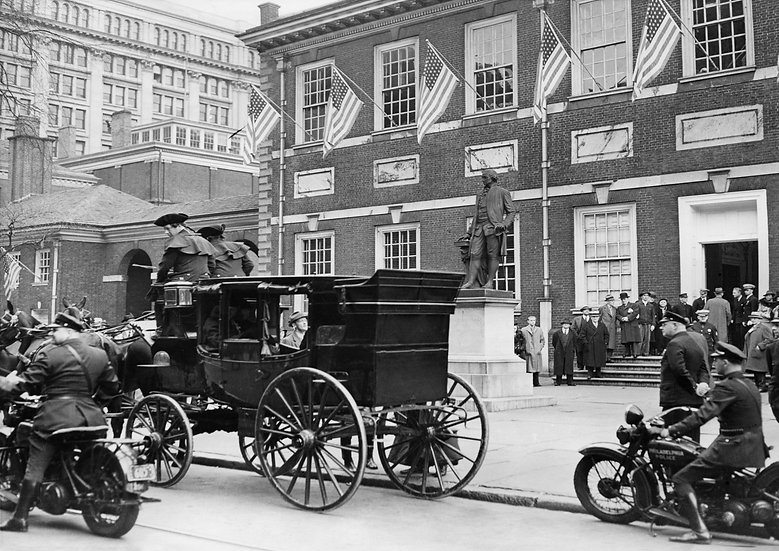 RE-ENACTMENT OF GEORGE WASHINGTON'S TRIP TO HIS INAUGURAL PHILA, PA