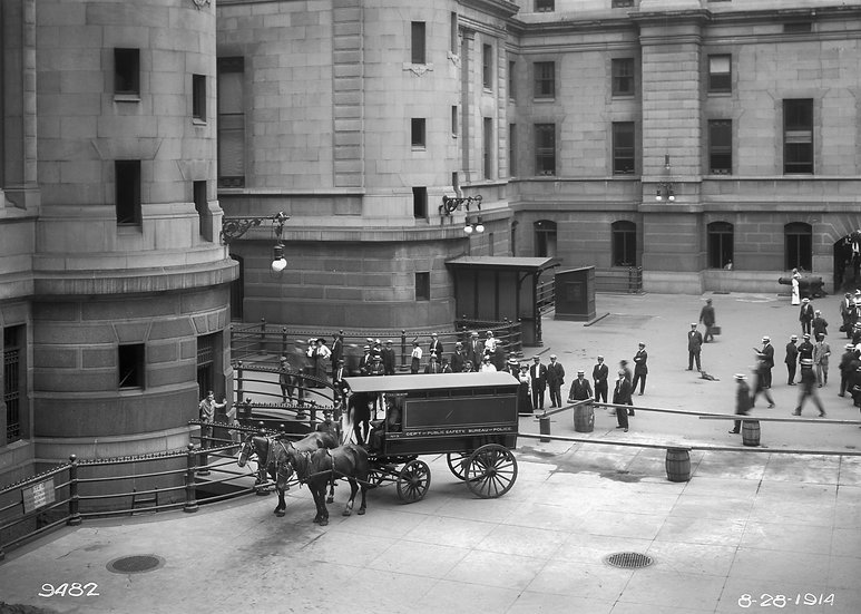 Police wagon in Phila. City Hall Court Yard 1914. Img.#100523.