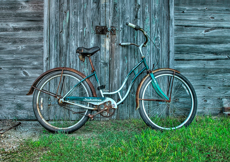 OLD BIKE AND BARN DOOR img#100642