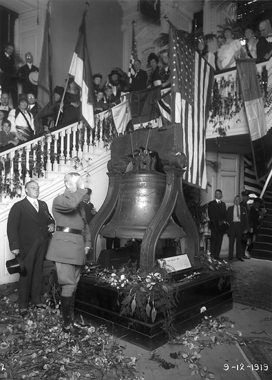 General Pershing  visits the Liberty Bell Sept., 1919. Omg.#100536.