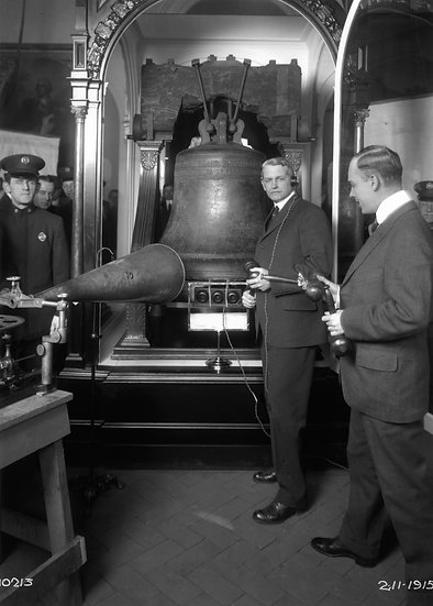 Recording the Liberty Bell Feb., 1915. Omg.#100528.