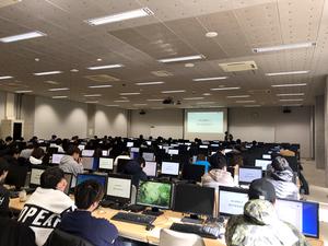 東北大学大学院経済学研究科サービス・データ科学研究センター(センター長:松田 安昌、以下「東北大学」)にて、2019年4月からAI人材育成を目的として、学部生向けに「ビジネスデータ科学」の授業を提供