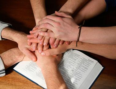biblia-manos-750x575.jpg