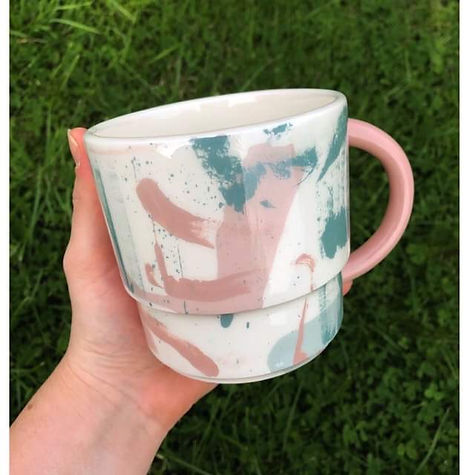 Brushstrokes mug featuring a pink handle