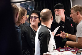 Peter Criss checking out Rock'n'Con
