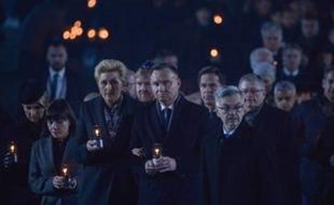 Andrzej Duda (au premier plan) lors de la cérémonie de commémoration des 75 ans de la libération d'Auschwitz, le 27 janvier 2020