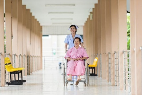 La prise en charge des personnes âgées: un enjeu social