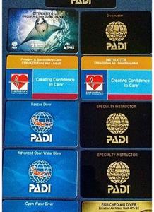 8 cartões de certificação PADI.