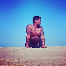 Yoga op het strand met Vin Millarson